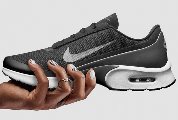 Nike上季度销售低于预期,大中华地区过去9个季度来增速首次降至个位数