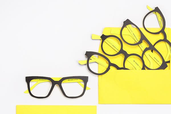 """网购眼镜新思路:意大利创业公司 Quattrocento 推出""""纸眼镜""""试戴服务"""