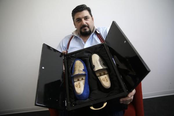 意大利鞋匠打造世界第一款24K纯金鞋,主推中东市场