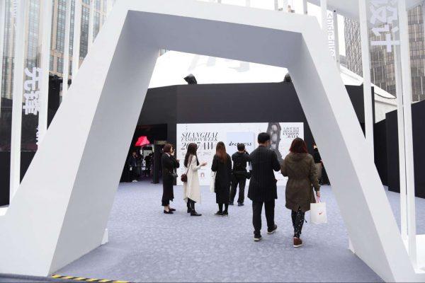 中国设计师行业在崛起!来自上海时装周秀场外的一线报道