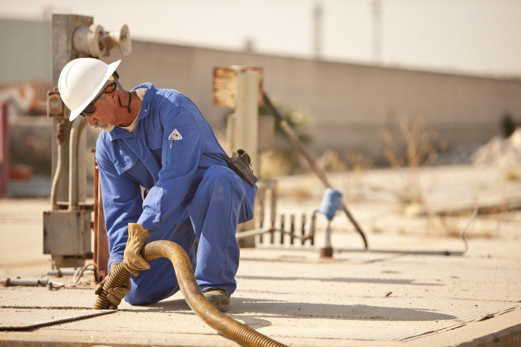 io_bulwark_oil_refinery-9830