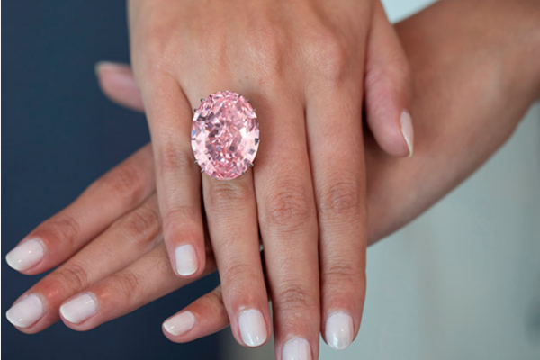 周大福7120万美元拍下世界最大粉钻 Pink Star,刷新全球宝石拍卖最贵纪录