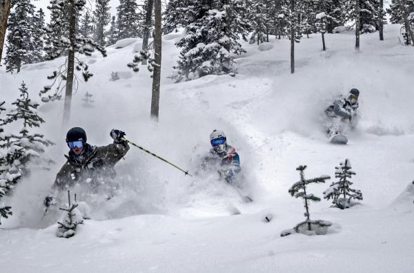 美国滑雪公司 Aspen Skiing与私募基金 KSL 连手收购美国山地度假冒险公司 Intrawest