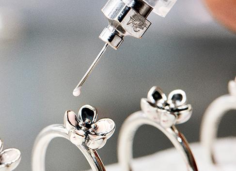 丹麦珠宝品牌Pandora第一季度中国销售额同比大涨121%,电商立了大功!