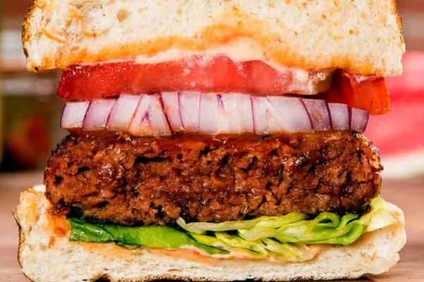 """比尔盖茨力挺的假肉饼将""""混""""入美国主流超市的肉类货架"""
