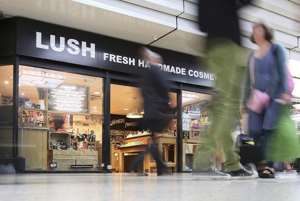 大举扩充门店规模,英国天然美妆品牌 Lush去年本土销售1.25亿英镑,扭亏为盈!