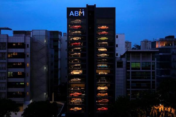 """""""世界最大的豪车自动售货机""""现身新加坡:秒送二手宾利,法拉利和兰博基尼"""