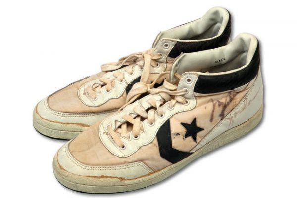 迈克尔·乔丹 1984年奥运会决赛用鞋以19万美元刷新比赛用鞋拍卖纪录