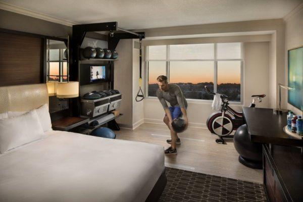 把健身中心搬进酒店房间!希尔顿推出全新健身客房 Five Feet to Fitness
