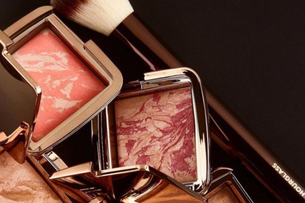 联合利华首度进军彩妆市场,收购奢华彩妆品牌 Hourglass