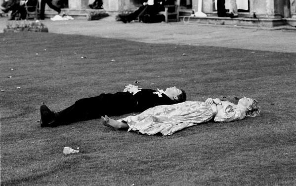 """为新秀场揭幕,Burberry将在伦敦时装周期间举办""""Here We Are"""" 英国生活摄影展"""