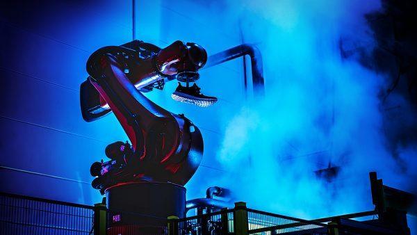 Adidas 大力推进机器人制鞋厂:Speedfactory,新品交货周期将缩短至几小时