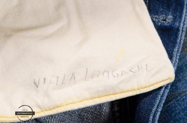 Levi's 购回品牌史上最古老的一条女式牛仔裤,它的女主人活了整整100岁!