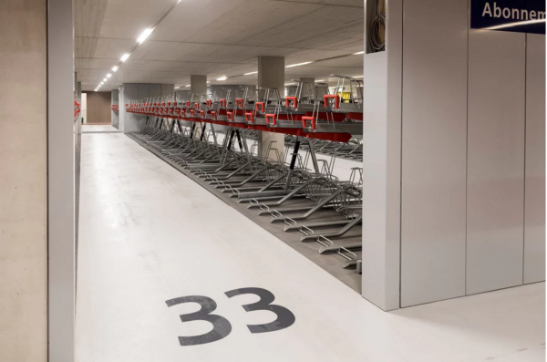 全球最大的自行车停车库在荷兰正式投入使用,最多可容纳 1.25万个车位