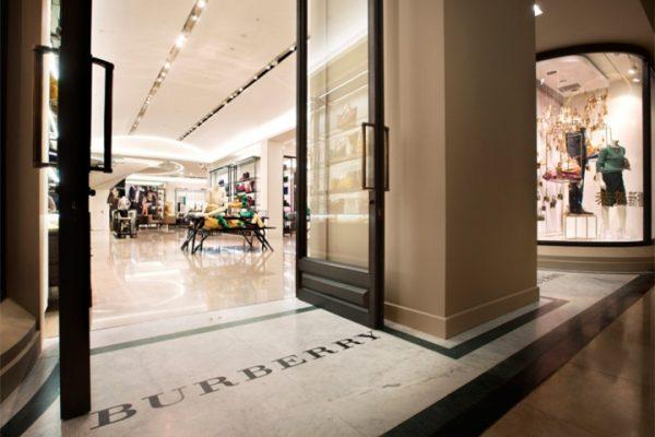 Bernstein最新报告用数据说话:全球奢侈品牌门店总数量首次出现负增长,中国首当其冲