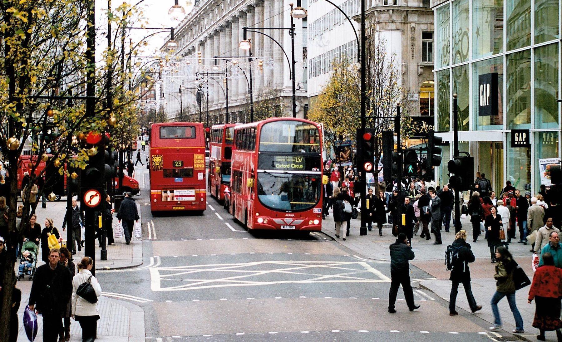 伦敦西区7月游客消费同比实现两位数增长,中国游客消费额同比大涨31%