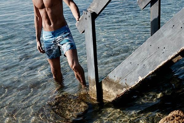定制一条属于自己的泳裤,英国奢侈品泳装品牌 Orlebar Brown 寻求出售,价格或达5000万英镑