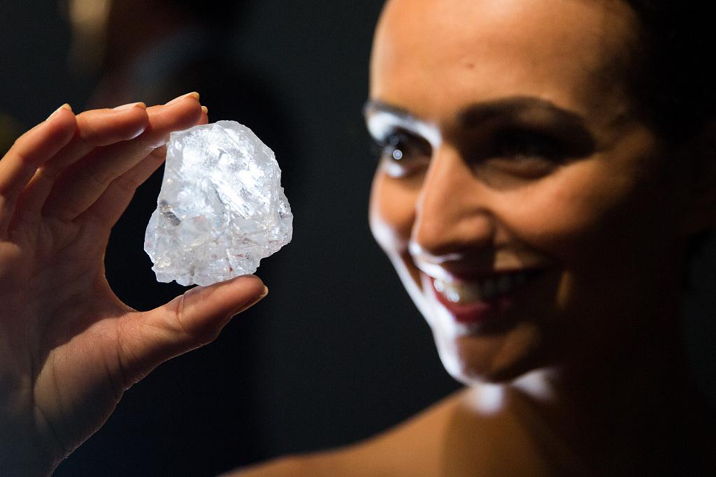 英国顶级珠宝品牌 Graff以 5300万美元购得全球最大钻石 Lesedi la Rona