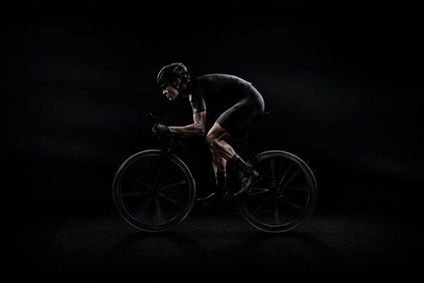 """意大利知名轮胎制造商倍耐力发力""""时尚+骑行"""":携手 Castelli 打造骑行服胶囊系列"""