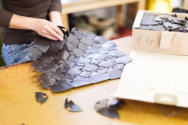 皮革废料也能制成奢侈品,Burberry 旗下基金会与环保奢侈品公司 Elvis&Kresse 签署五年合作协议