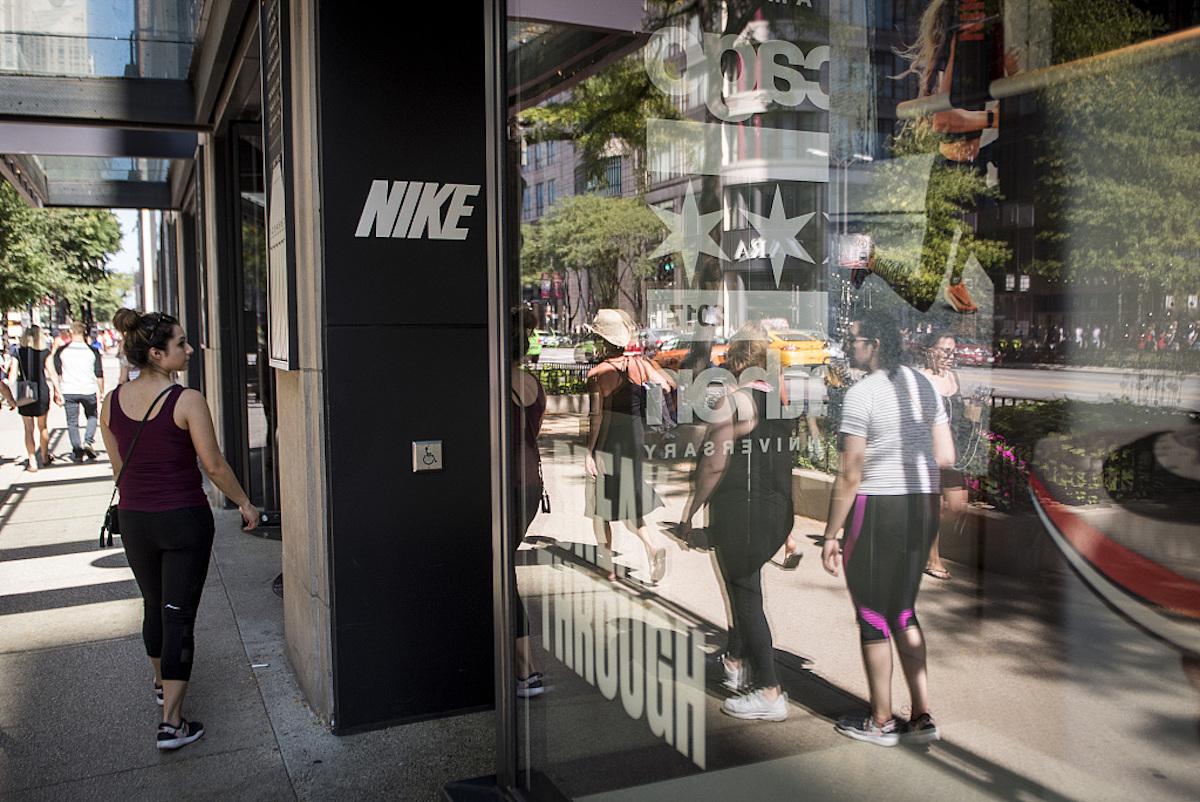 Nike 推出两大新举措,加大对女性运动装备的投入,挑战 Lululemon
