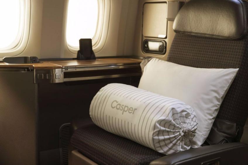 美国互联网床垫品牌 Casper 跨界为美国航空推出机舱专用寝具系列