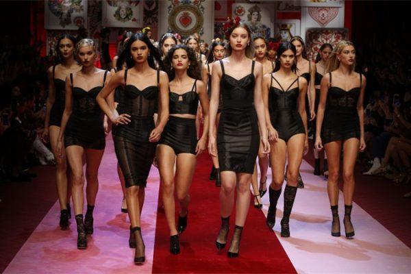 2017年全球时尚行业市场规模达到 1.7万亿美元,运动及童装行业增长迅速