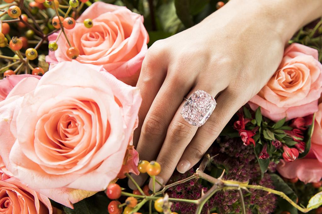 苏富比全球最大浓彩粉钻 The Raj Pink 流拍,最高报价曾到达 1400万瑞士法郎但低于预期