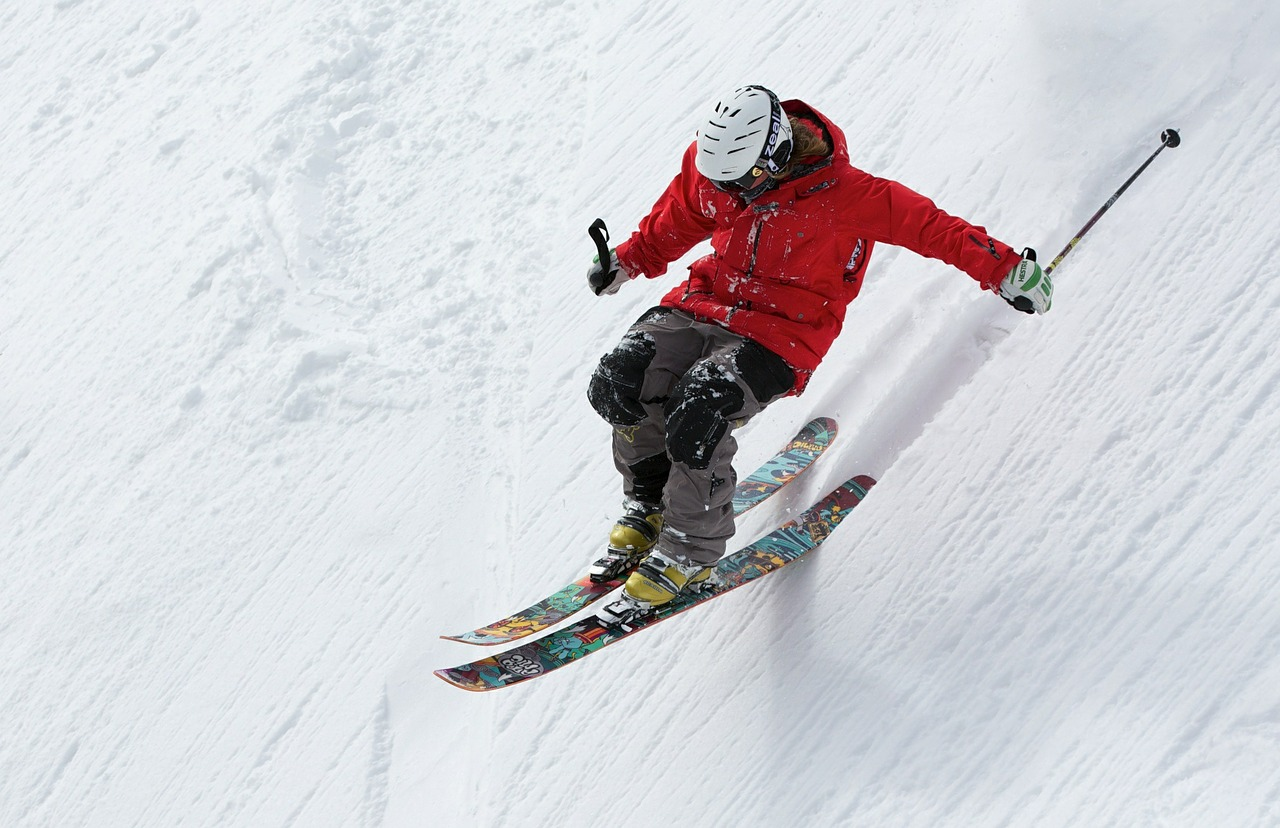 千禧一代对滑雪热情不再?美国滑雪度假村各出奇招,吸引年轻游客