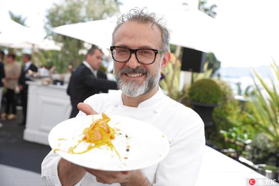 """让穷人也吃上""""米其林""""美食!意大利厨神 Massimo Bottura 开设慈善餐厅,利用超市废弃食材制作免费大餐"""