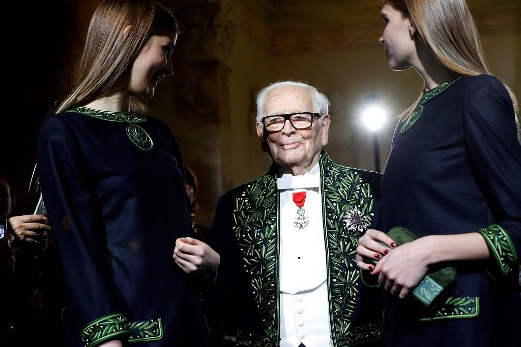 """95岁皮尔·卡丹''不服老"""":我是唯一一个现在还能被人们时常提起的那个时代的设计师"""