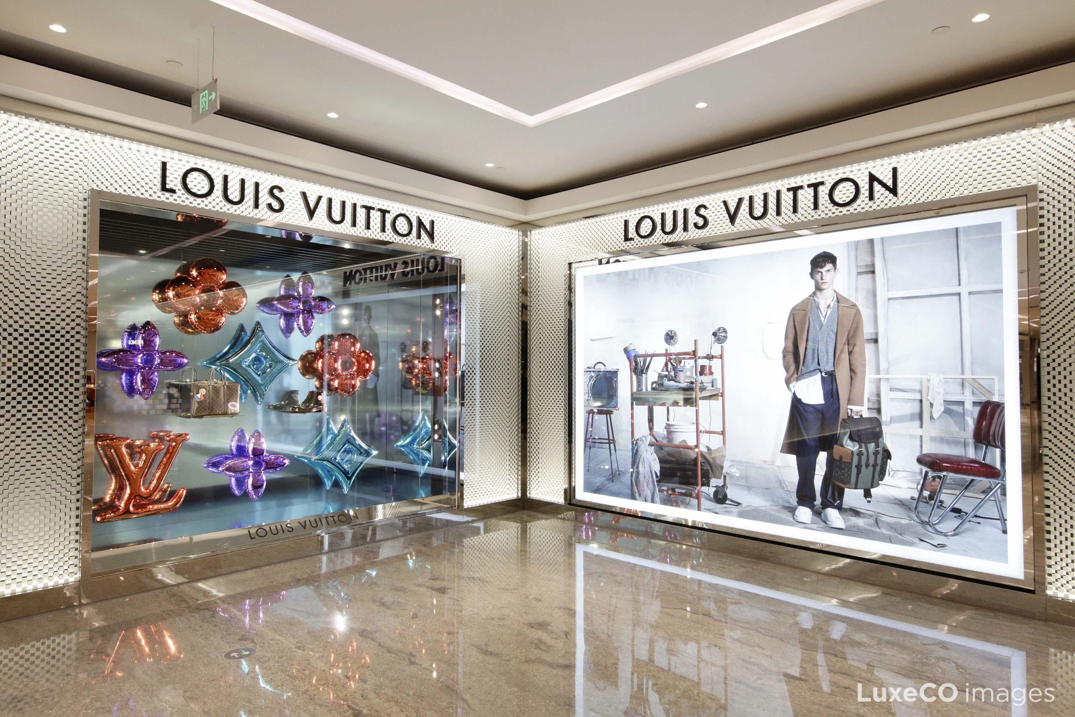 LVMH集团主席:奢侈品线上业务还需谨慎对待,首选品牌官网和自家的电商平台