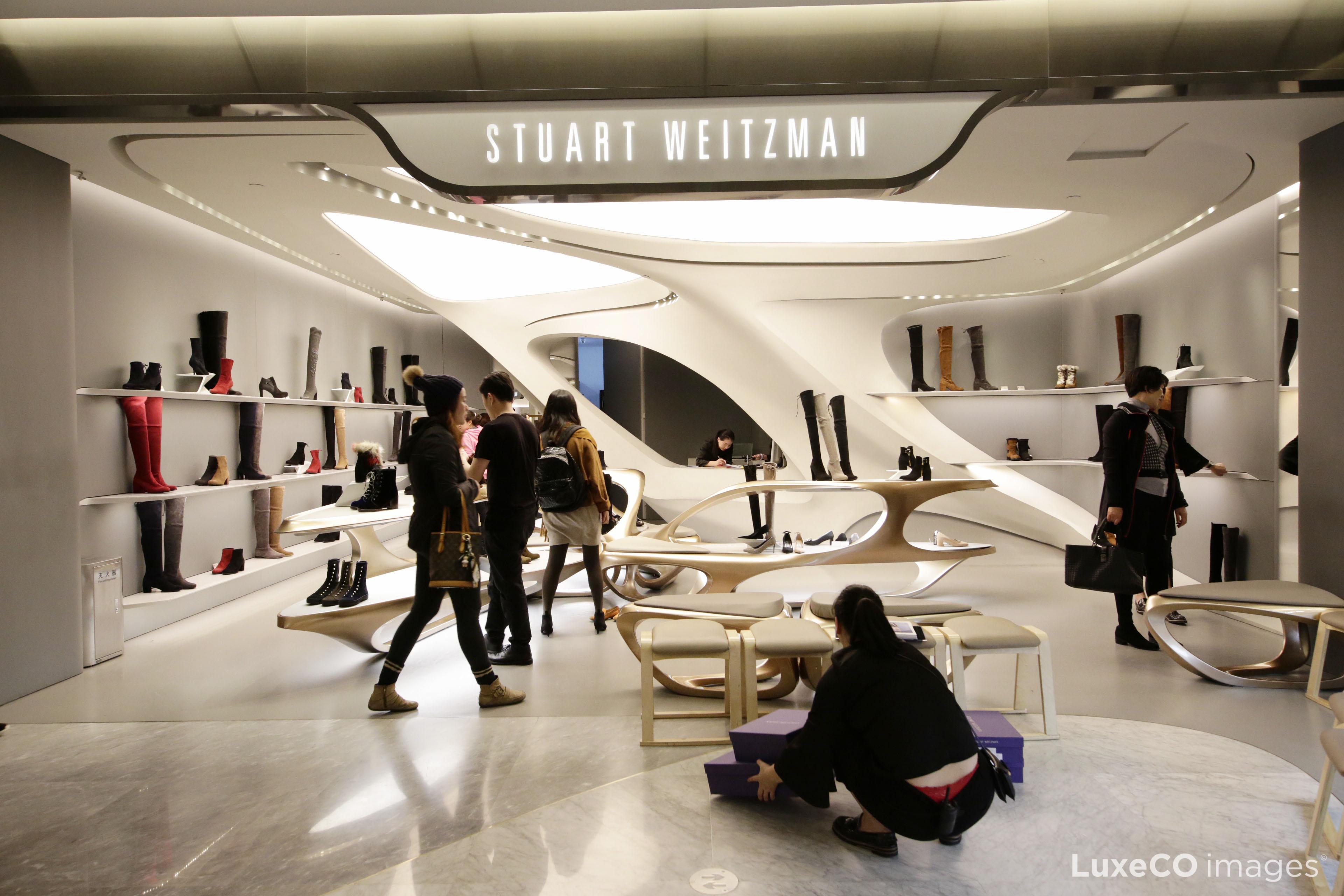 Stuart Weitzman创意总监、意大利设计师Giovanni Morelli因不当行为离职