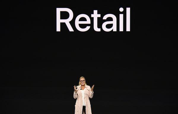 苹果薪酬最高的女高管 Angela Ahrendts:如何在推行新零售战略同时,践行数十年不变的价值观