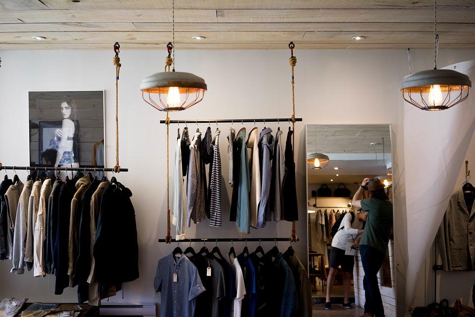 最新美国服装购物趋势调查:2018年亚马逊服装销售总额有望达到 280亿美元