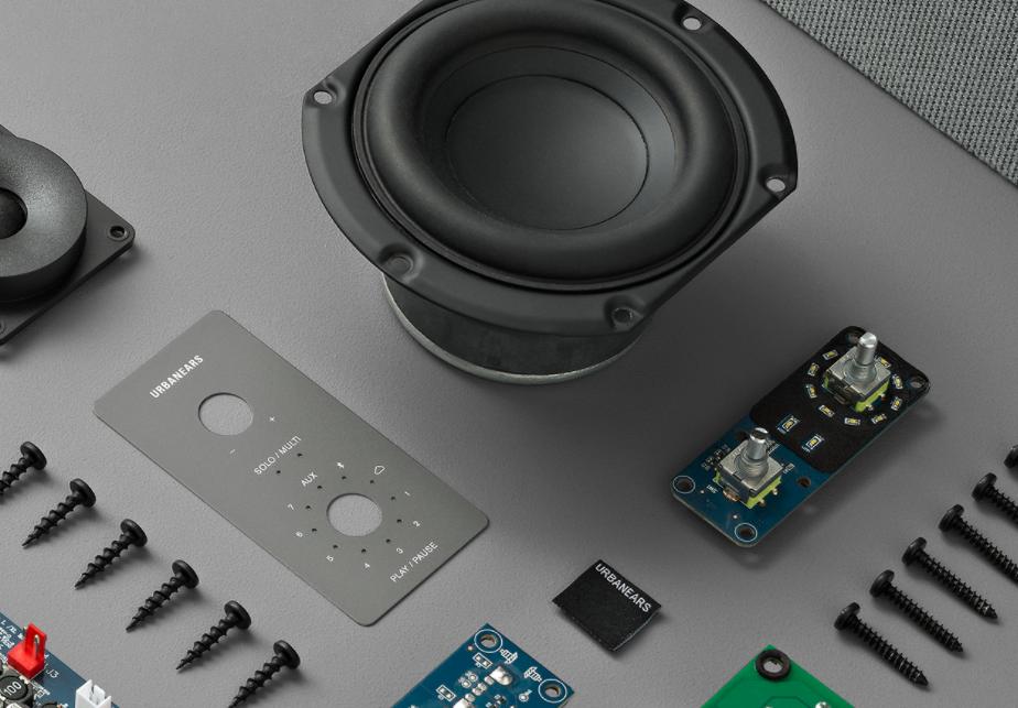 Adidas 授权瑞典的时尚电子产品公司Zound 开发耳机系列