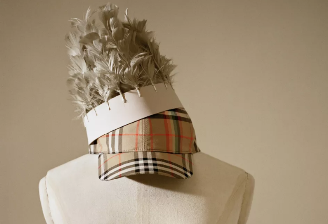 Burberry 宣布联手英国时尚电商 Farfetch,将线上销售网络拓展到全球150个国家