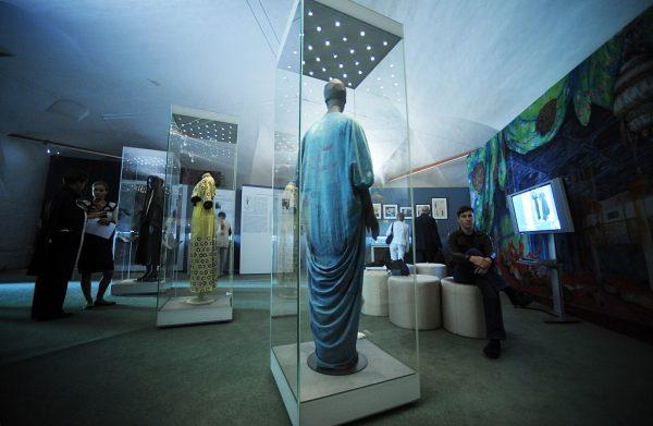 接手巴黎高级定制鼻祖 Paul Poiret品牌后,华裔设计师殷亦晴详谈如何唤醒沉睡90年的老牌时装屋