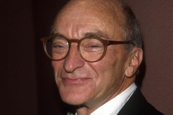 美国最大玩具零售商-玩具反斗城宣布破产后一周,其创始人 Charles Lazarus 逝世,享年94岁