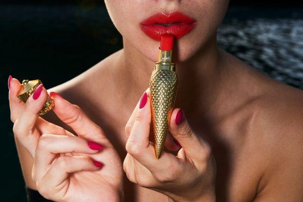 进一步拓展美妆版图,法国奢侈鞋履设计师 Christian Louboutin牵手西班牙美妆巨头 Puig