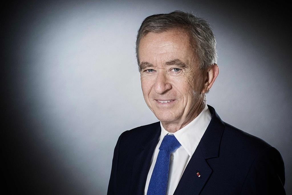 超过比尔盖茨,LVMH 集团董事长 Bernard Arnault 跃居福布斯和彭博全球富豪榜第二位