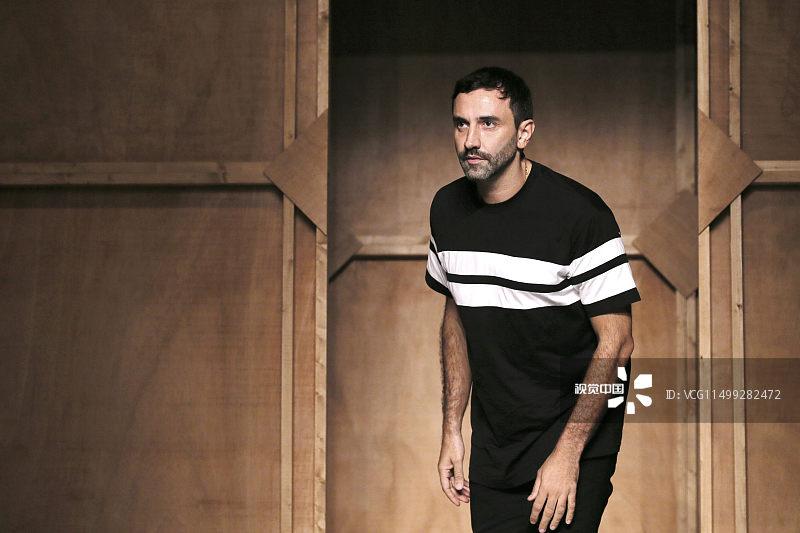 Burberry新任首席创意官揭晓:曾效力于Givenchy的意大利设计师 Riccardo Tisci,股价应声上涨4%