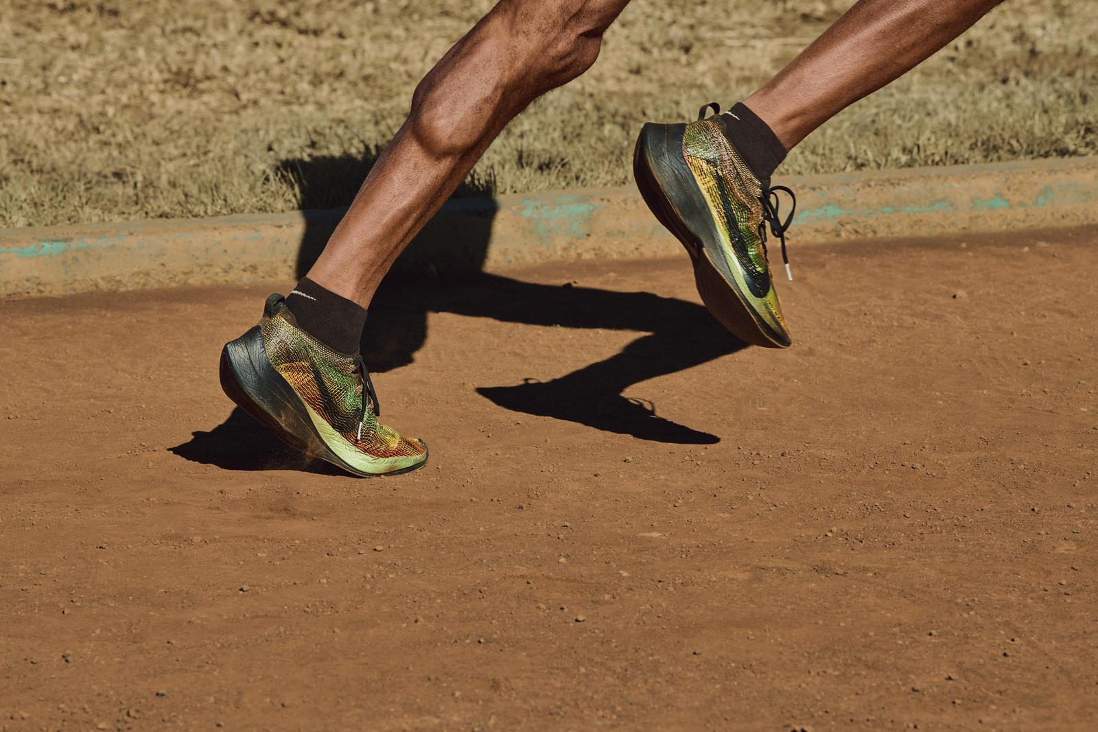 Nike 推出全新3D打印鞋面织物 FlyPrint ,由其制成的跑步鞋重量仅12克