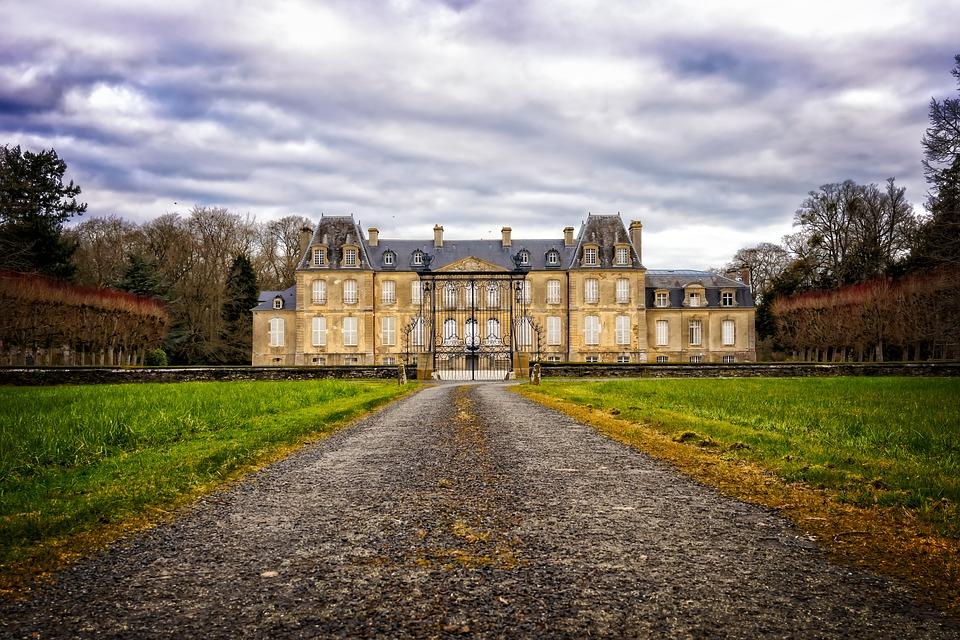 """""""马克龙效应""""推动下,法国高档房地产市场2017年触底反弹,房价大涨12%"""