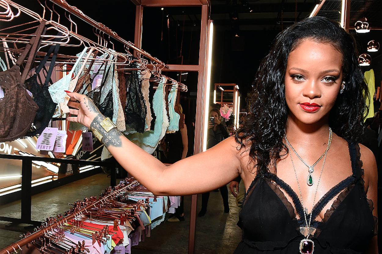"""Rihanna会抢走""""维密""""的市场份额吗?!首个内衣系列 Savage x Fenty 面世"""