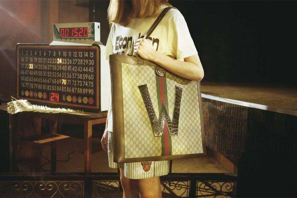 Gucci 推出个性化定制服务,顾客可在 Ophidia 托特购物袋和 Ace 运动鞋上添加心意字母