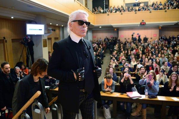 """为何说""""不懂商业""""的 Karl Lagerfeld 其实是一位市场营销的天才?"""