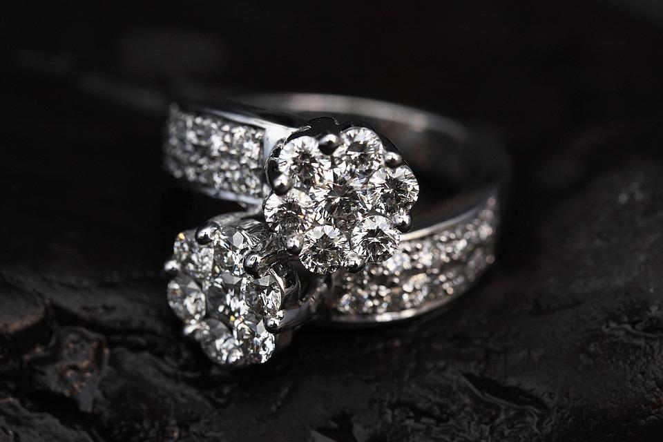 全球最大钻石生产商 De Beers 将推出采用人造钻石的时尚珠宝品牌 Lightbox Jewelry