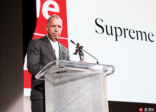 2018美国时装设计协会CFDA年度时尚大奖:Supreme创始人和 Raf Simons分获年度男装和女装设计师大奖