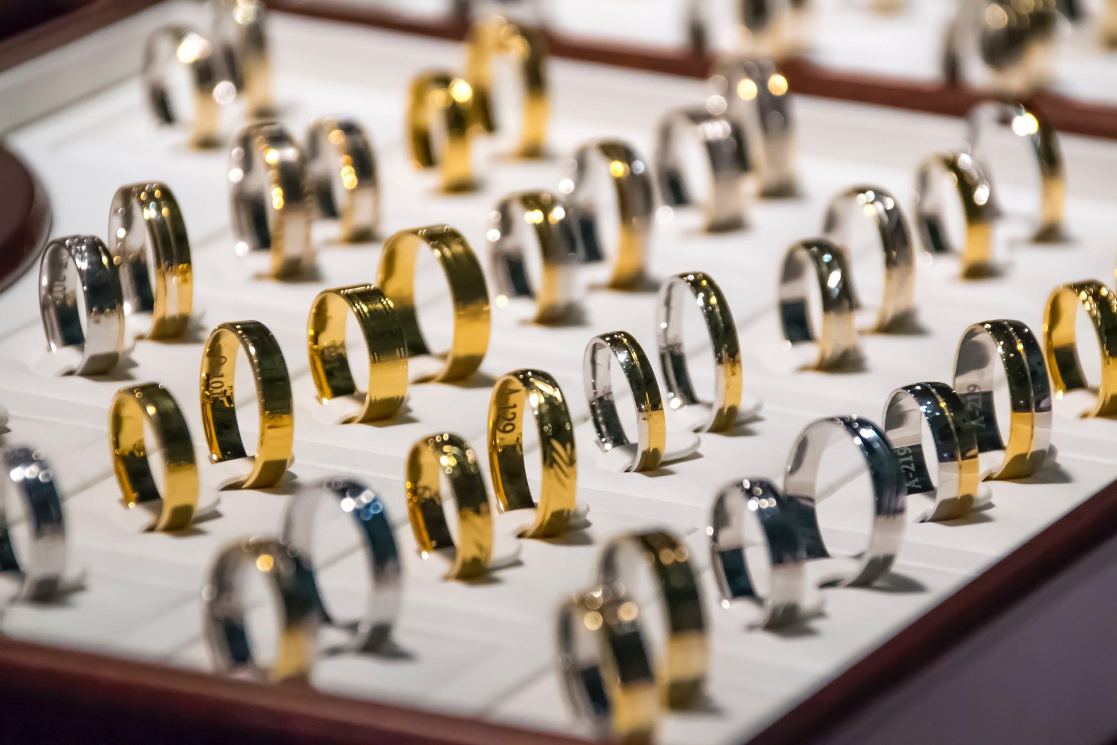 """中国黄金珠宝市场复苏,""""款式过时""""的铂金珠宝市场需求依旧低迷"""
